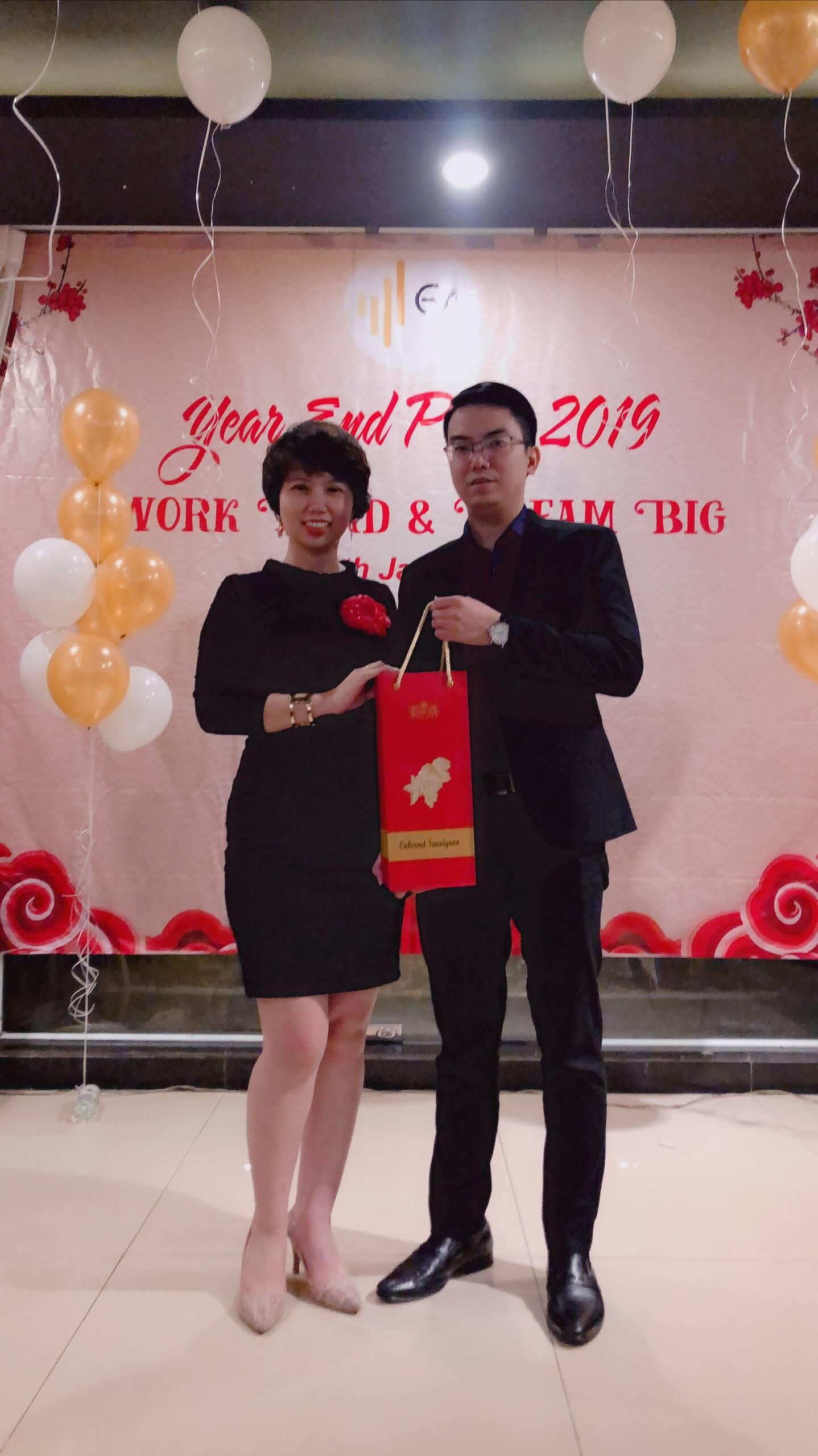 Year End Party 2019 Tang qua khach moi| GA Advisor